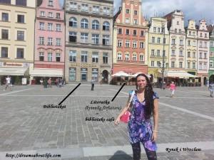 Blivande bibliotekarien framför en polskt bibliotek!