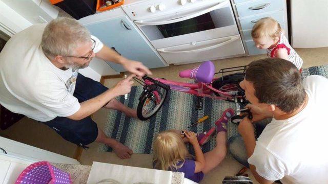 Teamwork vid cykel ihopskruvning.