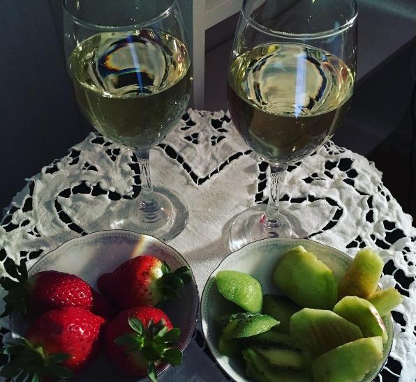 Alkoholfritt vin och frukt. Lyx för småbarnsföräldrar.